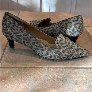 Kitten heel leopard print leather pointed toe